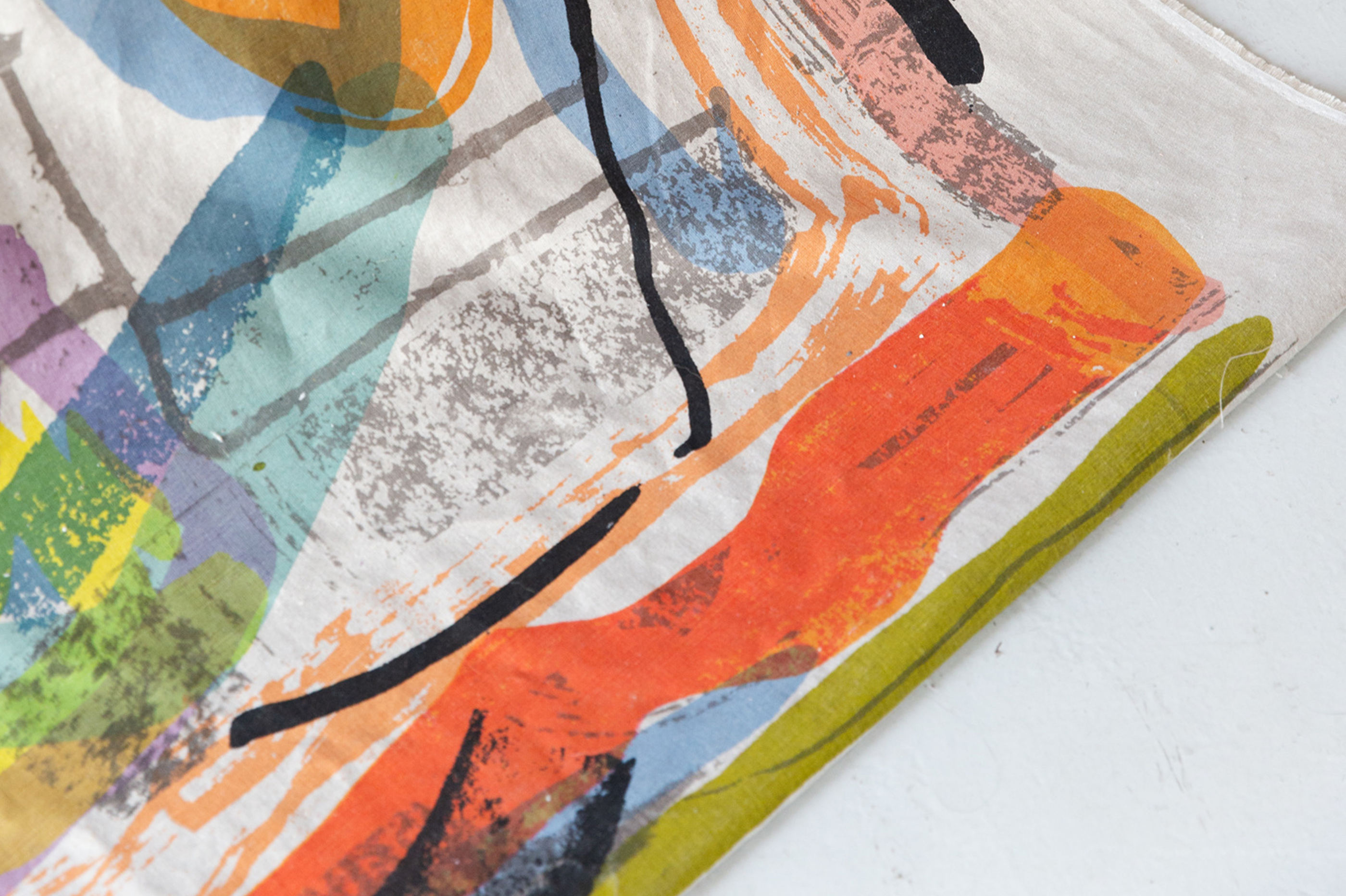 Bespoke pattern, textile surfaces and product printed by hand